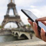 Wisatawan Asia Ketergantungan Ponsel