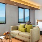 Batiqa Hotel Cirebon Hadirkan Natal Bernuansa Biru
