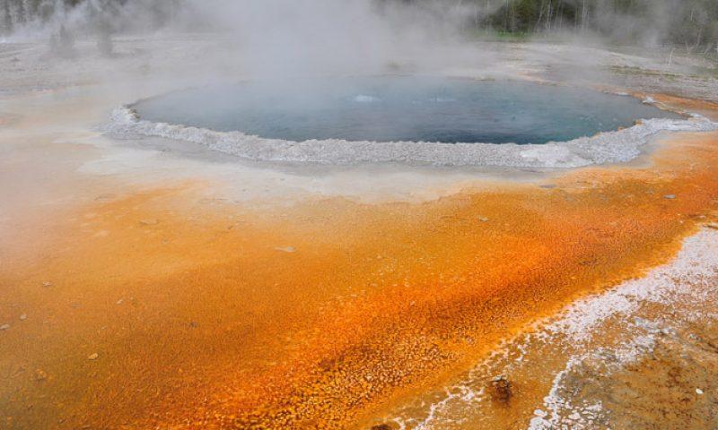 Taman Nasional Yellowstone, Sensasi Panas dan Dingin di Kawah Raksasa
