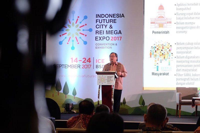 REI Mega Expo