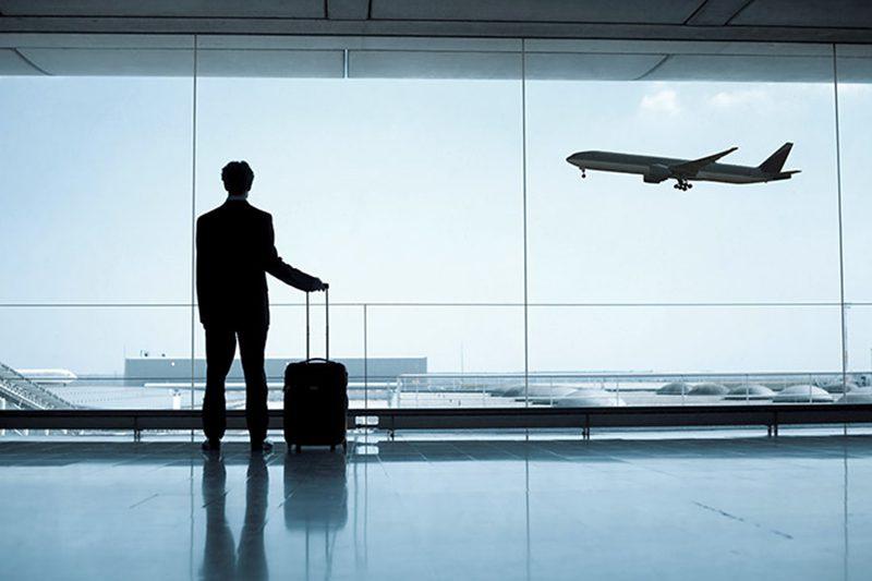 Ilustrasi wisatawan di bandara