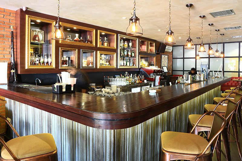 Luc Bar & Grill
