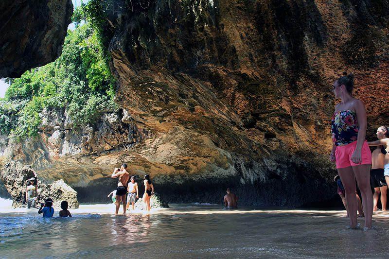 wisatawan mancanegara di Pantai Suluban (Blue Point)