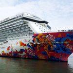 Genting Dream, Kapal Pesiar Terbesar di Asia Berlabuh ke Surabaya