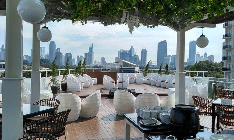 Menikmati Jakarta di Ketinggian yang Tepat Sixth On Rooftop