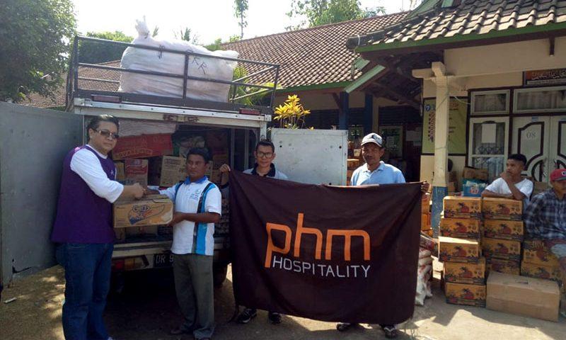 PHM Hospitality Mengadakan CSR di Lombok