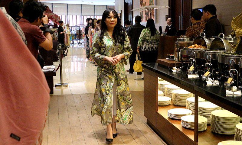 Batik Fashion Lunch di Kembang Sepatoe Restaurant Santika Premiere Bintaro