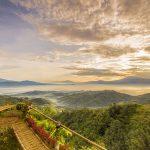 Menangkap Keindahan Alam Tanah Jawa dari Bukit Ngisis