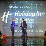 Holiday Inn & Suites Jakarta Gajah Mada Mulai Menyambut Tamu