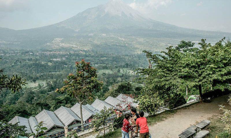 Melihat Pemandangan 5 Gunung di Ketep Pass