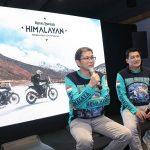 Menikmati Pemandangan Himalaya dari Atas Motor