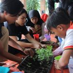 Travel for Change Panorama Foundation Ajak Anak Jalanan Berkebun