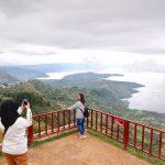 Menangkap Jelitanya Danau Toba dari Huta Ginjang