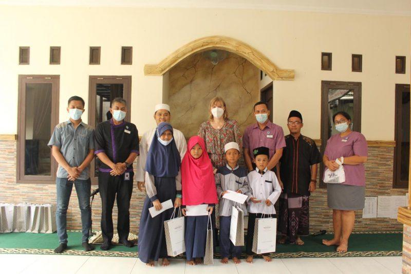 Foto Bersama di Pondok Yatim & Santri Mercure Serpong Alam Sutera