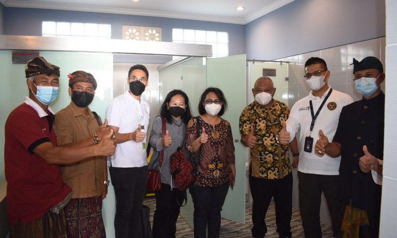 Kemenparekraf dan ATI Hadirkan Toilet Standar Bintang 5 di Pantai Kuta Bali